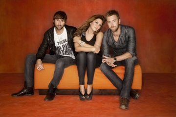 Lady Antebellum: Youd think theyd be able to afford a more comfy couch