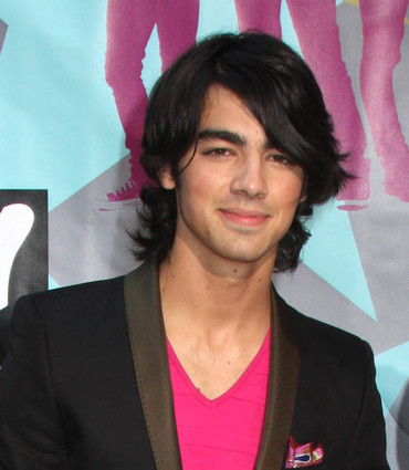 Joe Jonas will appear i... cant type anymore... too dreamy.