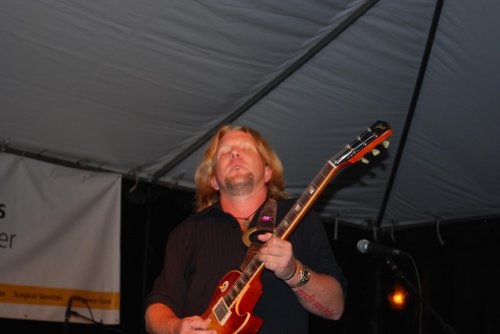 Devon Allman of Honeytribe becoming one with his guitar
