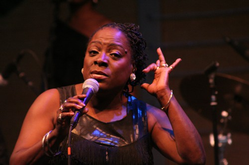 Sharon Jones tells a dirty joke