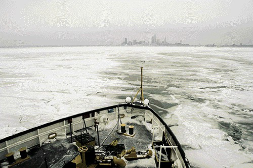 ice-breaking-lake-erie.jpg