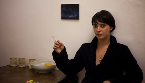 Sharon Van Etten enjoys breakfast.